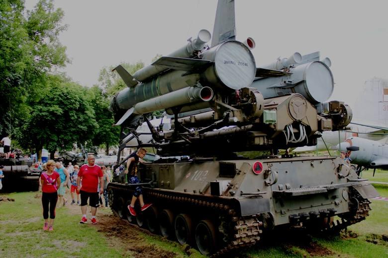 Lubuskie Muzeum Wojskowe w Drzonowie tym razem zaprosiło wszystkich na Piknik Czołgisty. Zorganizowany został w przeddzień Dnia Czołgisty i Święta Wojsk