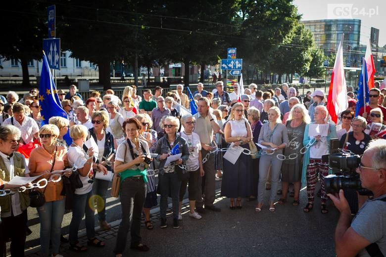 KOD w obronie suwerenności polskich sądów manifestował na Placu Żołnierza