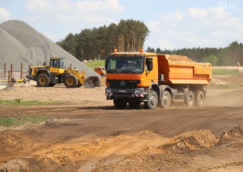 Inwestycja rozpoczyna się od budowy węzła Goleniów Północ, łączącego S6 z S3. Dalej będzie biegła w pobliżu istniejącej drogi krajowej nr 6, a w Wicimicach odejdzie od niej i skieruje na Kołobrzeg, a następnie na obwodnicę Koszalina<br />