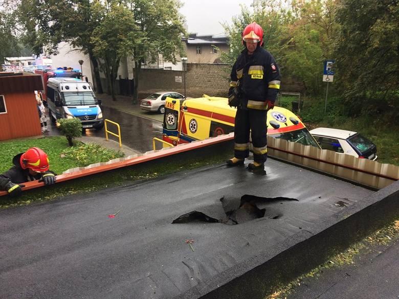 W piątek około godziny 9 jeden zastęp bydgoskiej straży został wezwany na ul. Brzozową, gdzie z wieżowca spadł mężczyzna.Jak podaje Jednostka Ratunkowo-Gaśnicza