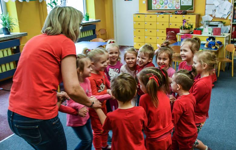 Bon na zakup sprzętu do zdalnego nauczania nie przysługuje m.in. nauczycielom przedszkoli