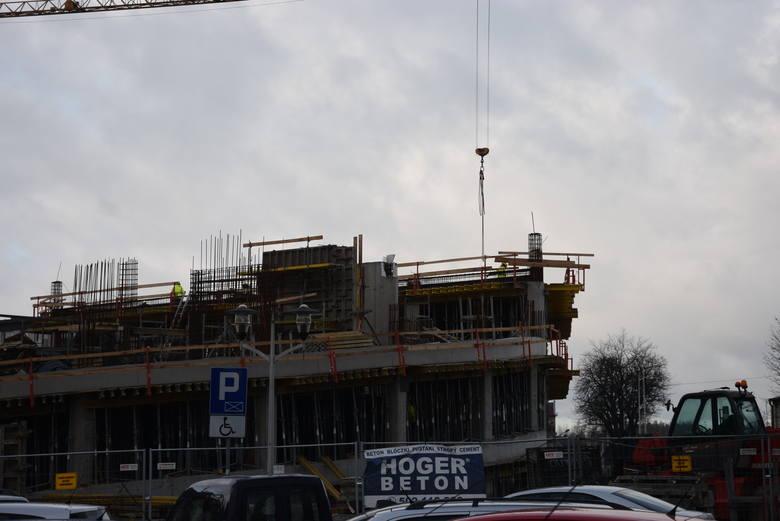 Budowa centrum przesiadkowego w Lublińcu. Zdjęcia z grudnia 2019 i stycznia 2020 roku.