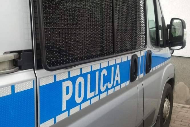 Policja ostrzega przed  pochopnym wpuszczaniem do  mieszkań osób podających się za urzędników czy inkasentów.