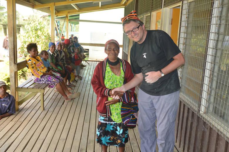 Papuasi swoje ludowe stroje zakładają podczas uroczystości
