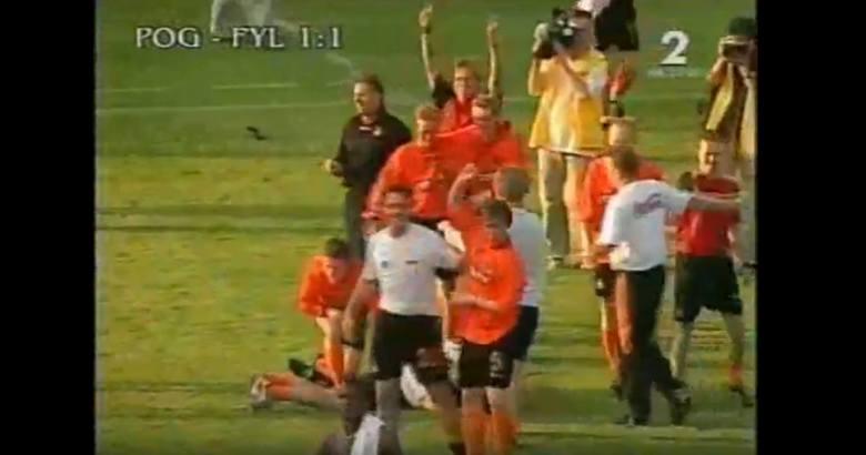 W 2001 roku Pogoń zdobyła wicemistrzostwo Polski i wzięła udział w kwalifikacjach do Pucharu UEFA. Losowanie okazało się dla szczecinian niezwykle łaskawe