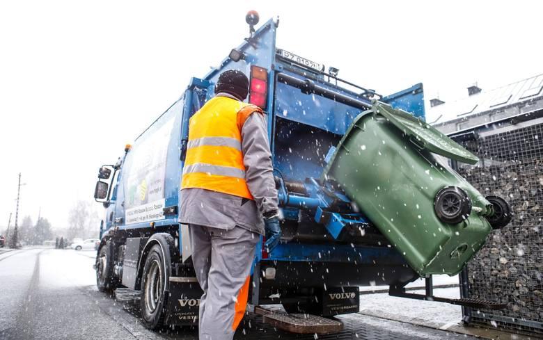 W wielu gminach wraz z początkiem lutego 2021 roku zaczną obowiązywać nowe stawki opłat za odbiór odpadów, zarówno tych segregowanych, jak i zmieszanych.
