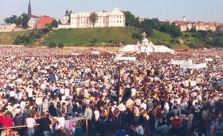 W poniedziałek obchodziliśmy setną rocznicę urodzin Karola Wojtyły. Wkrótce będziemy obchodzić kolejną rocznicę pobytu Jana Pawła II w Sandomierzu. Dzień