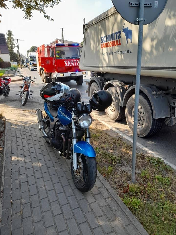 Dzisiaj (piątek) na ul. Człuchowskiej w Rzeczenicy doszło do zderzenia samochodu osobowego i motocyklisty. Poszkodowany został kierowca jednośladu.