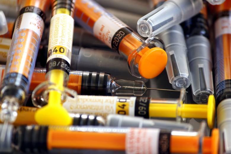 Naukowcy: wielka nadzieja w heparynie. Przeciwzakrzepowy lek stanie do walki z koronawirusem