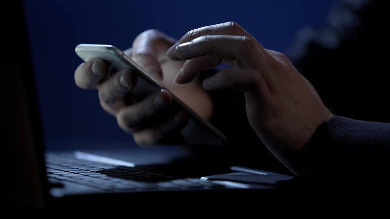 Fakt, że do ataków wykorzystywane są w Polsce telefony potwierdza Policja.