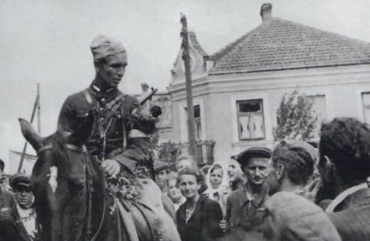 """Partyzantem, który także dał się we znaki czerwonej władzy, był Marian Bernaciak ps. """"Orlik"""". Urodzony w 1917 r., przed wojną był skromnym urzędnikiem"""