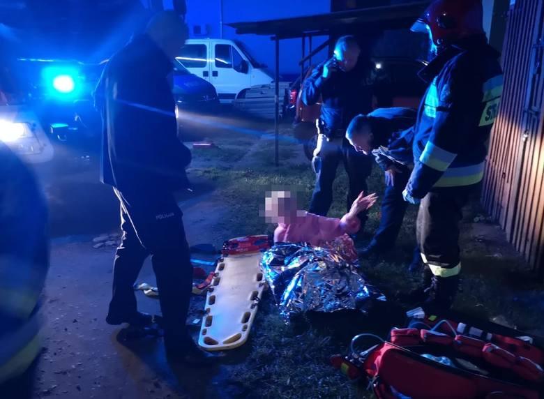 Pożar w Namysłowie. Policjanci wynieśli z płomieni 80-letnią kobietę, która nie porusza się o własnych siłach