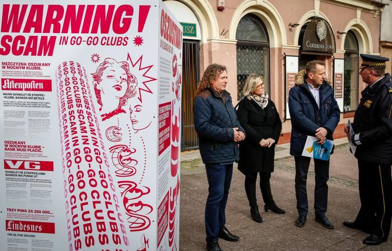 W ostatnich dniach lutego przed czterema działającymi na terenie Sopotu klubami go-go pojawiły się plansze w polskiej i angielskiej wersji językowej ostrzegające przed tym, co może spotkać osoby wchodzące do środka.
