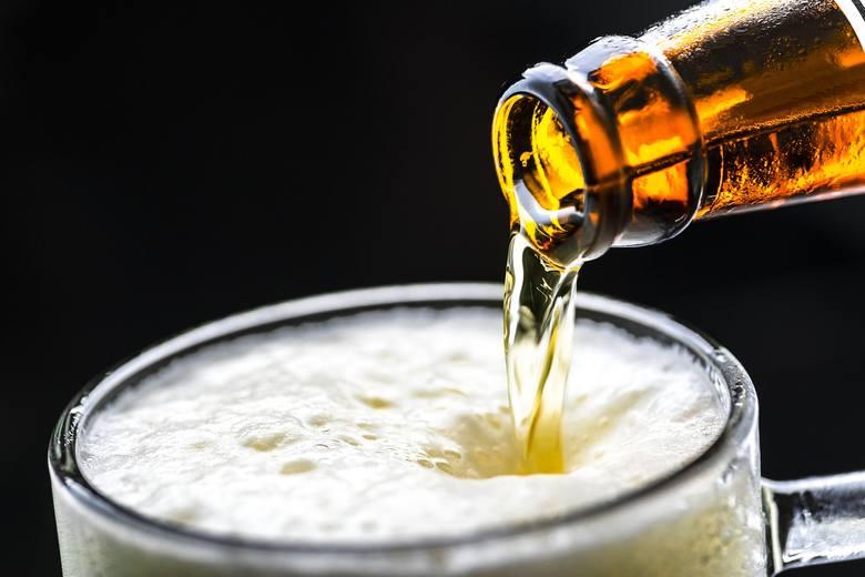 Piwo bezalkoholowe najczęściej zawiera jednak śladowe ilości alkoholu. Nie spowodują one stanu upojenia, ale przez kilkanaście minut od ich wypicia alkomat