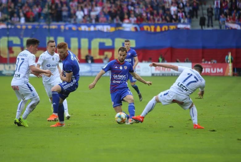 Lech Poznań po fatalnym sezonie musi coś zmienić w kadrze i grze, żeby nie popaść w przeciętność i wrócić do gry o najwyższe cele w polskiej ekstraklasie.