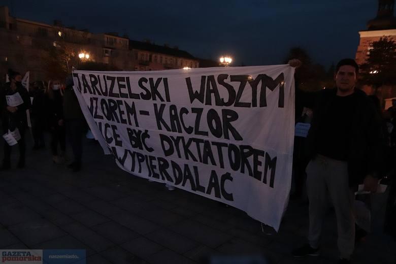 Włocławek. Strajk kobiet - kilka tysięcy protestujących na ulicach miasta