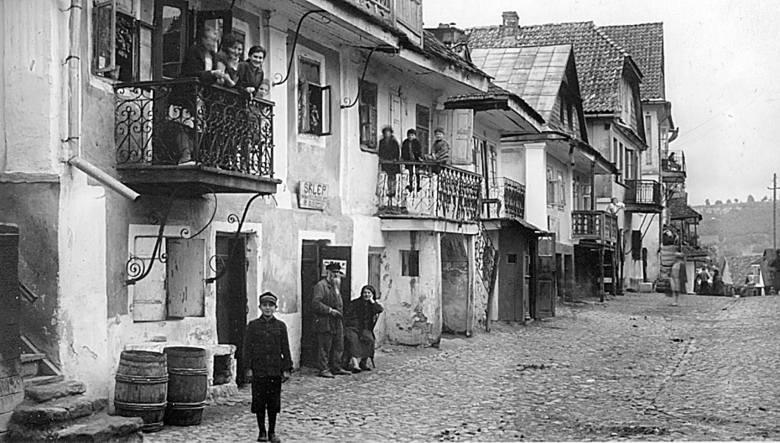 Żydowskie sklepiki w Krzemieńcu. Wśród nich mógł być sklep Moszkowicza.