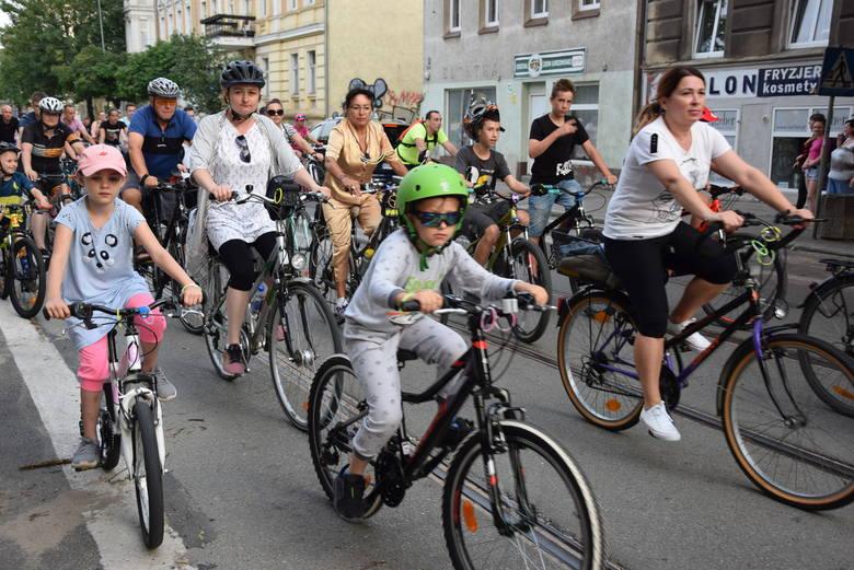 W ramach Dni Gorzowa odbyła się masa rowerowa, czyli masowy przejazd rowerzystów przez miasto. Tym razem - w sobotę 15 czerwca - impreza odbyła się pod