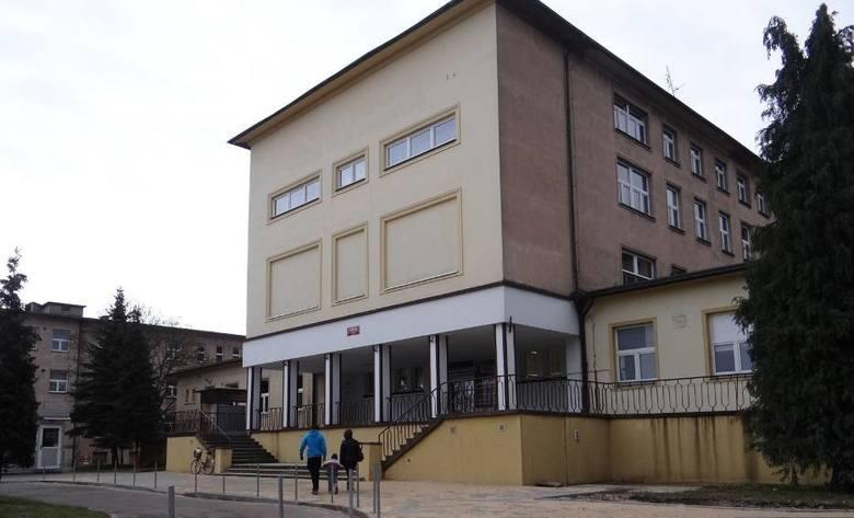 Agresywna pacjentka zaatakowała w wieluńskim szpitalu pielęgniarki i ratownika medycznego
