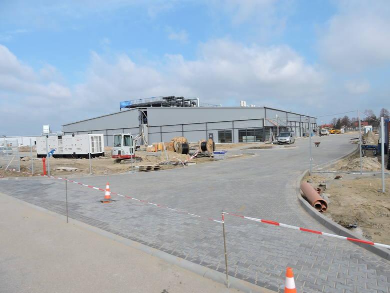 - Jesteśmy obecnie w trakcie budowy Zakładu Rozbioru Mięsa JBB2 w Dylewie - powiedziała nam rzeczniczka prasowa JBB Ewa Mielnicka. - Aktualnie zostało