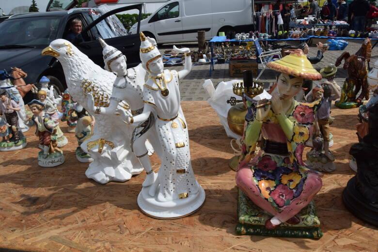 Mnóstwo niepowtarzalnych przedmiotów można było kupić w sobotę, 22 maja na giełdzie w Sandomierzu. Wyjątkowe wrażenie robiła kolekcja maszyn do pisania,