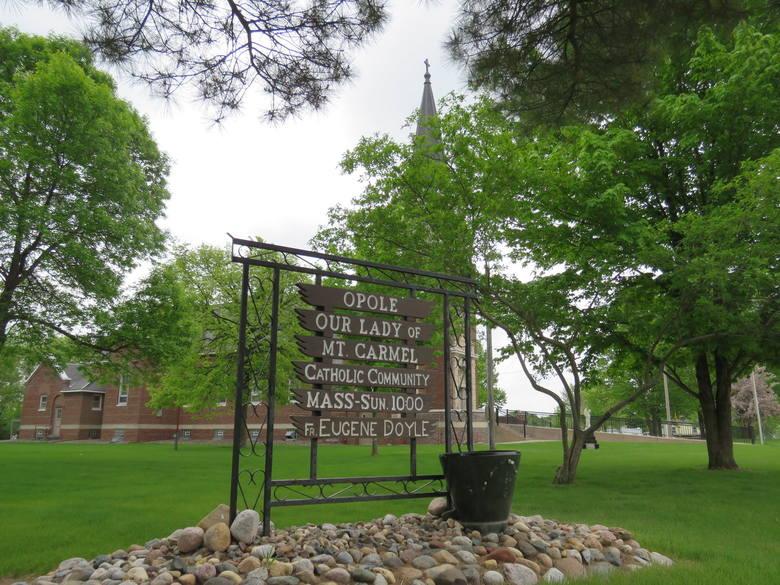 W Opolu w USA jest też kościół pw. Matki Bożej z Góry Karmel. Na przestrzeni lat obok sklepu rodziny Bialka był to główny ośrodek skupiający społeczność