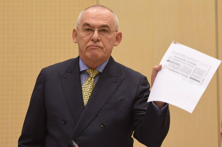 Aleksander Gawronik, zdaniem prokuratury, latem 1992 roku podżegał do zabójstwa Jarosława Ziętary. Te słowa miał wypowiedzieć podczas narady w firmie Elektromis, w obecności szefa tej firmy Mariusza Ś.