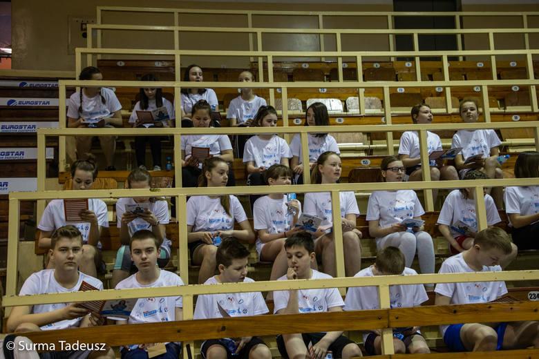 Lekcje wuefu z Moniką Pyrek z wykorzystaniem elektroniki i komputerów odbywają się w hali Ośrodka Sportu i Rekreacji przy ulicy Pierwszej Brygady w