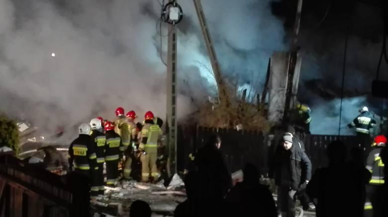 Wybuch gazu w Szczyrku: Do tragedii doszło w środę wieczorem w domu jednorodzinnym w Szczyrku. Z nieoficjalnych informacji wynika, że pod gruzami mogą