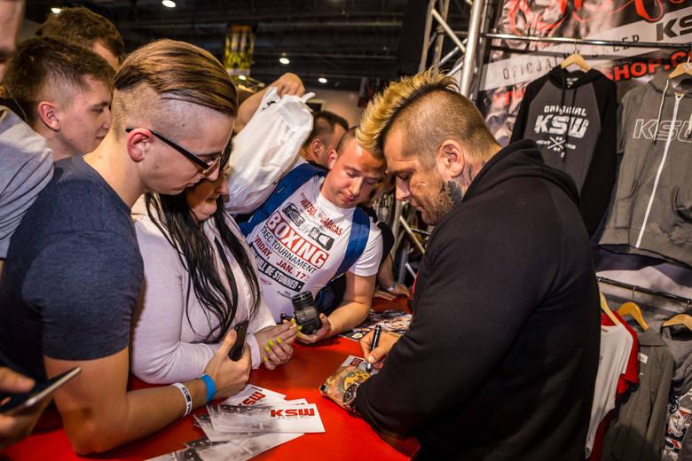 Popek - raper, zawodnik MMA, fenomen polskiej popkultury. Dokument Mateusza Winkla to okazja, by dostrzec jego ludzki wymiar