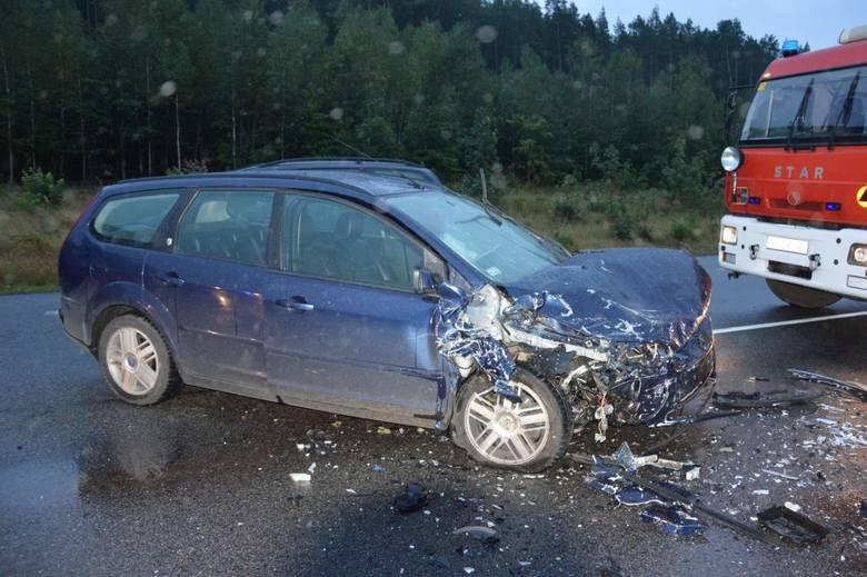 """Czołowe zderzenie na krajowej """"6"""" w Leśnicach w środę, 26.08.2020 r. Kobieta trafiła do szpitala"""