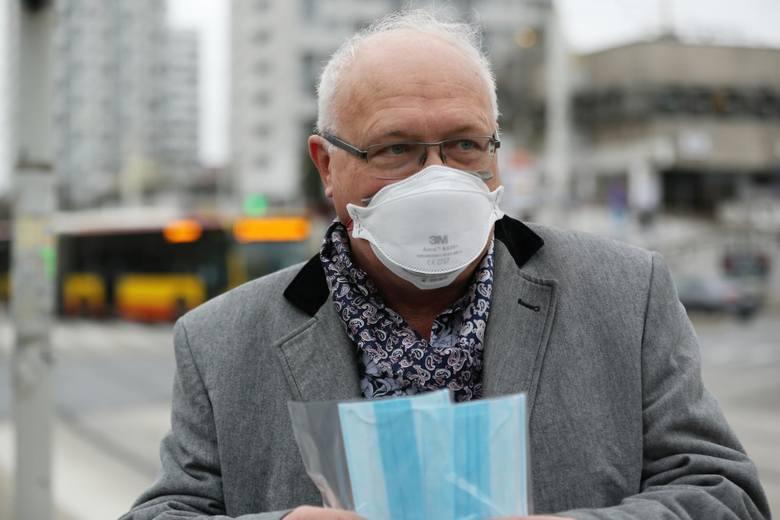 """Rząd zastanawia się, czy nie było możliwe poluzowanie restrykcji i zniesienie nakazu noszenia maseczek na wolnym powietrzu.""""Być może na razie"""