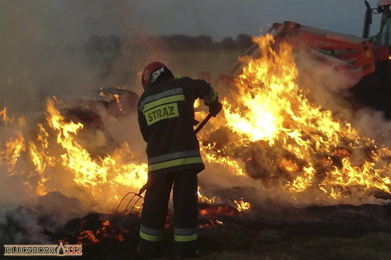 Pożar balotów słomy w Wołczynie.