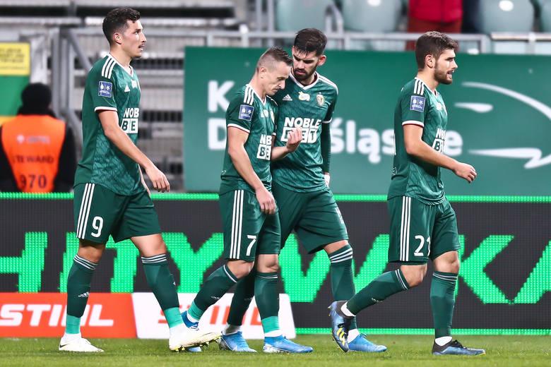 Śląsk Wrocław zremisował z Lechem Poznań 1:1 w domowym meczu 19. kolejki PKO Ekstraklasy. Oceniliśmy piłkarzy WKS-u za występ w tym spotkaniu. Oceny
