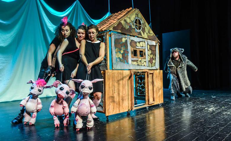 """""""Trzy świnki"""" są jednym ze spektakli Bydgoskiego Teatru Lalek """"Buratino"""""""