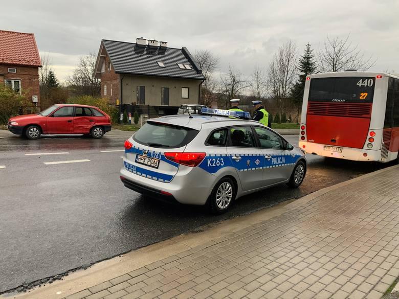Do zdarzenia doszło w czwartek około godz. 14 na skrzyżowaniu alei Heila z ul. Sielecką w Przemyślu. Kierujący autobusem Miejskiego Zakładu Komunikacji