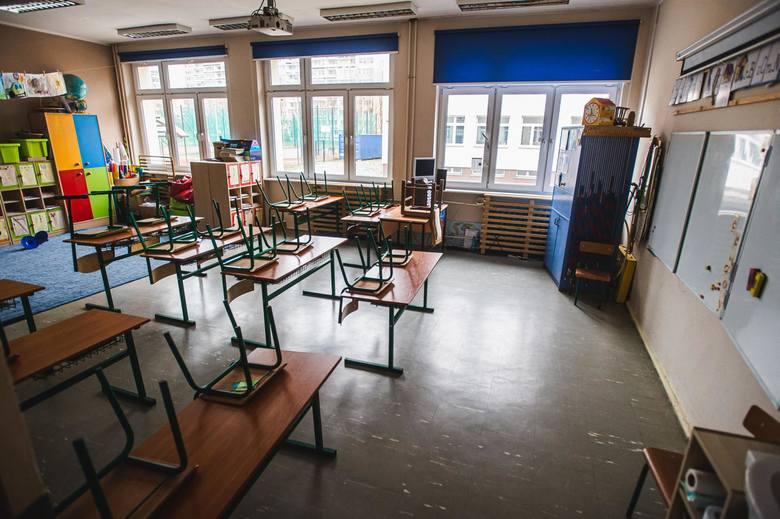Dzieci wrócą do szkół po feriach? Ma to zależeć od liczby zakażeń koronawirusem w Polsce. Decyzja premiera w przyszłym tygodniu