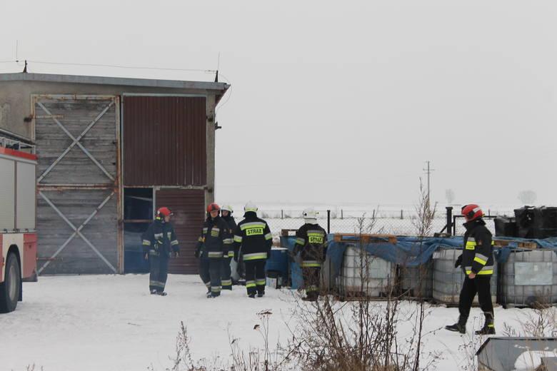 Strażacy przyznają, że pojemniki, które znaleziono w Pogorzeli przypominają te odkryte kilka dni temu w Brzegu.