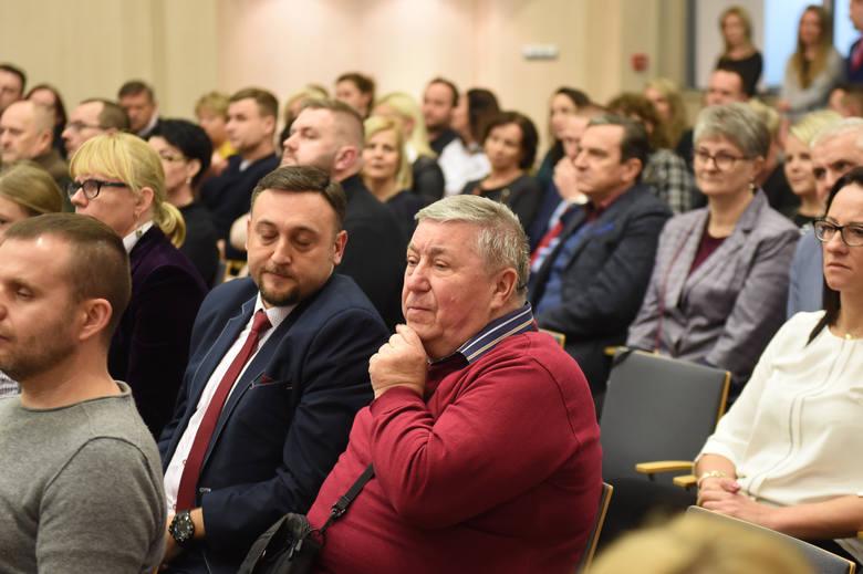 W Urzędzie Marszałkowskim w Toruniu odbyła się uroczysta gala, podczas której nagrodziliśmy wybranych Państwa głosami nauczycieli oraz szkoły.