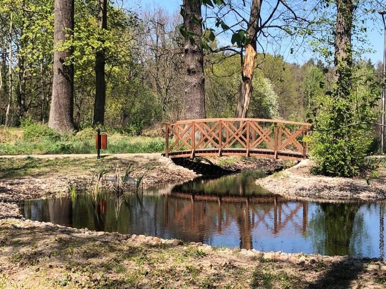 <strong>Trasa 3: Zielona Góra - Jędrzychów  – Kiełpin – Ochla – ogród botaniczny (ok. 17 km)</strong><br /> <br /> Ciekawa trasa, którą możemy zacząć przy ścieżce rowerowej w Jędrzychowie (ul. Nowojędrzychowska). Przy skrzyżowaniu na Kiełpin znajduje się stół piknikowy z ławeczkami. Można odpocząć....