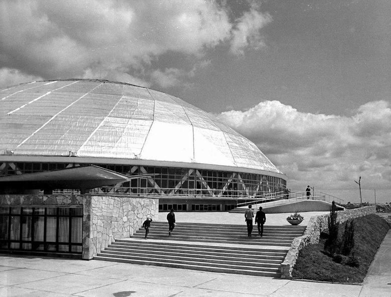 20 lipca minęło pół wieku od otwarcia hali widowiskowo-sportowej Okrąglak. Wtedy był to najbardziej nowoczesny obiekt tego typu w Polsce.