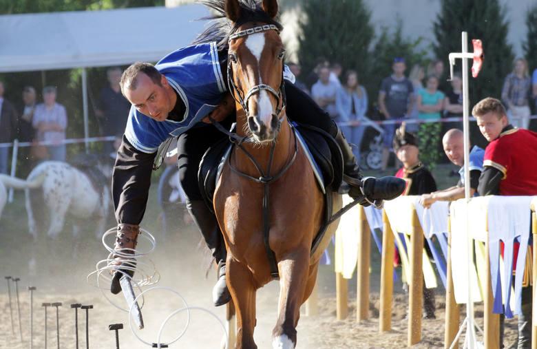 W rozegranym XXI Wiosennym Turnieju Rycerskim w Świeciu n. Osą wzięło udział 20 uczestników. Rycerze konni z Chorągwi Chełmińskiej z Linowa Królewskiego