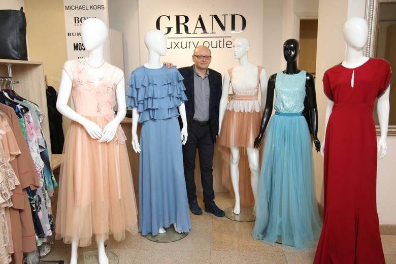 Z pozoru dwie podobne okazje do założenia wyjątkowej sukienki. A jednak zupełnie inne. Andrzejki i Sylwester wymagają odrębnych stylizacji. Dziś podpowiadamy
