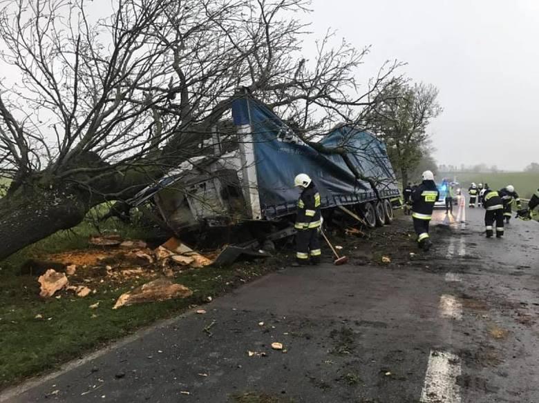 W czwartek rano doszło do wypadku na drodze wojewódzkiej nr 242.