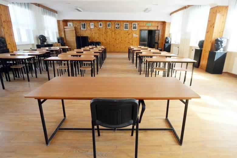 Uczniowie pójdą do szkół. Przed pierwszym dzwonkiem powinny być testy na koronawirusa? Niektórzy podkarpaccy samorządowcy uważają, że tak