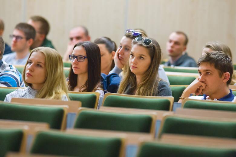 Na poziom zarobków wpływa specjalizacją na jaką zdecyduje się student