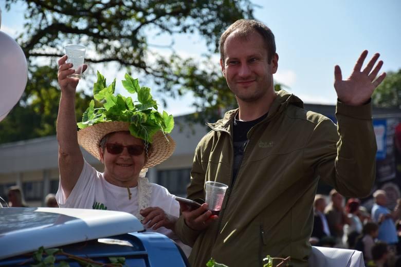 Barwny, głośny i niezwykle wesoły korowód winobraniowy przeszedł w sobotę (15 września) ulicami Zielonej Góry. Oglądały go tysiące zielonogórzan. Chcesz