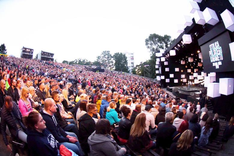 W zielonogórskim amfiteatrze odbywają się koncerty, kabaretobrania. Mieszkańcy chętnie biorą w nich udział. Ale po każdym wydarzeniu mówią zgodnie: przynajmniej