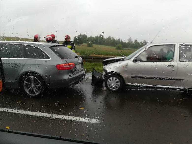 Do zdarzenia doszło w środę przed godz. 13 na drodze krajowej nr 77 w Przemyślu. Na ul. Krakowskiej, na pasie ruchu w kierunku Żurawicy fiat seicento