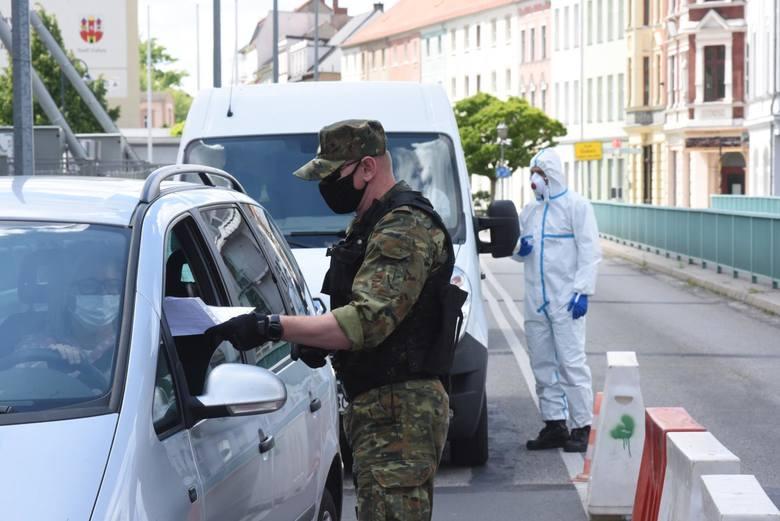 Już we wtorek w życie wchodzi rozporządzenie, zgodnie z którym osoby wjeżdżające do Polski będą mogły zostać zwolnione z kwarantanny tylko na podstawie